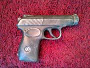Продам сувенирную керамическую бутылку «Пистолет Макарова Житомир