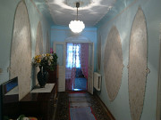 Продам часть дома ул Рабочая 70 м 3 комнаты кухня с /у газ центр канализация есть двор заезд гараж Херсон
