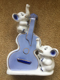 Фарфоровая статуетка Слоники с гитарой Острог