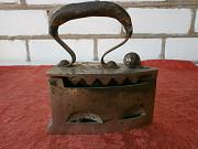 Продам старинный утюжок на углях с подставкой. Херсон