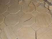 брусчатка фигурная из песчаника природного Хрустальный